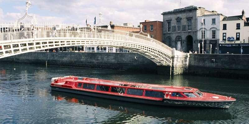Passeio de barco em Dublin