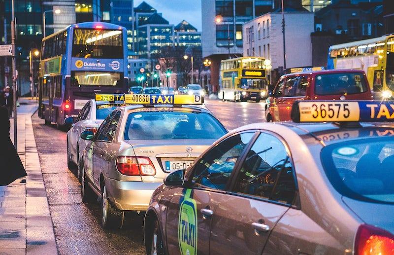 Transporte Público em Dublin: ônibus e táxis
