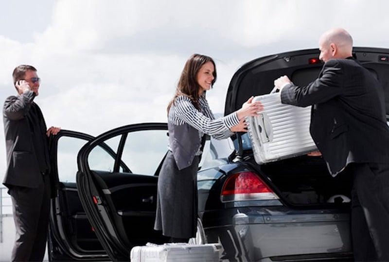 Transfer: motorista e passageiros no carro