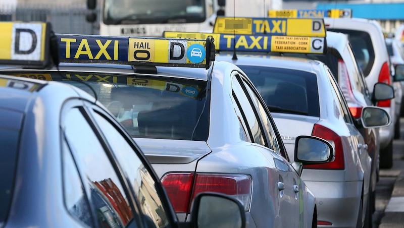 Como ir do aeroporto de Cork até o centro turístico: táxi